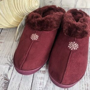 NEW Muk Luks maroon fur lined slippers large